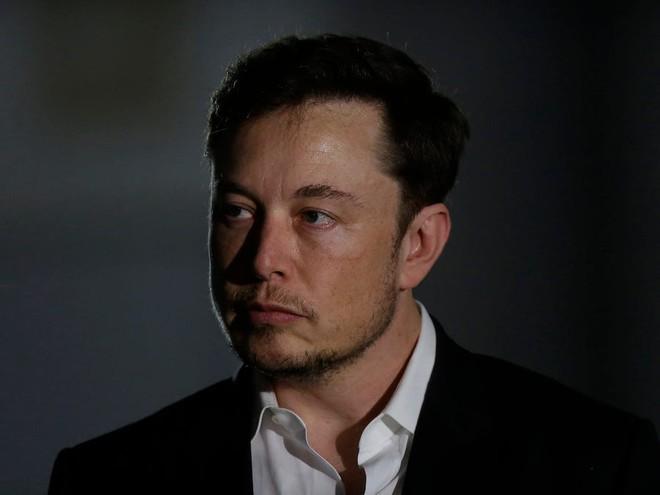 Musk lo ngại dự án DeepMind và sự ngạo mạn của những người thông minh sẽ cho phép AI thống trị loài người - Ảnh 1.