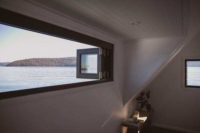 Biệt thự nổi dành cho 2 người, giá 1.100 USD mỗi đêm và sử dụng hoàn toàn năng lượng mặt trời - Bạn có muốn thuê? - Ảnh 3.
