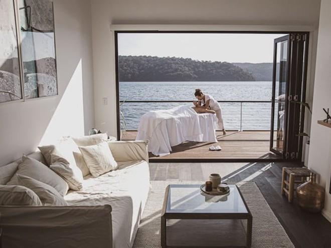 Biệt thự nổi dành cho 2 người, giá 1.100 USD mỗi đêm và sử dụng hoàn toàn năng lượng mặt trời - Bạn có muốn thuê? - Ảnh 6.