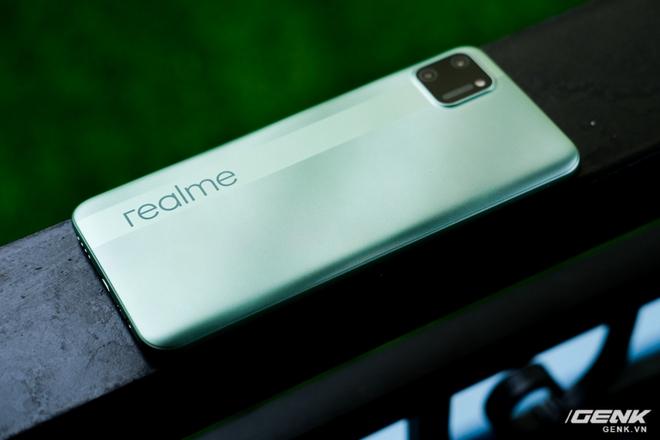Trên tay C11: Chiếc điện thoại giá chỉ 3 triệu đồng đến từ Realme - Ảnh 3.