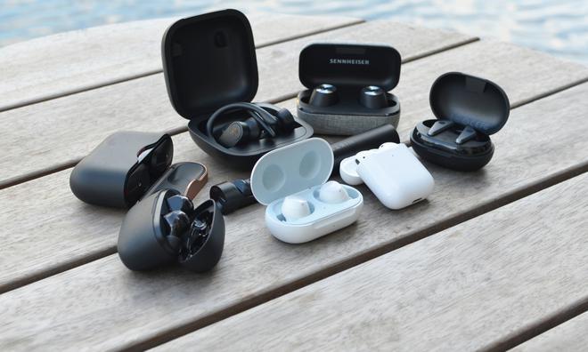 Học tập Apple sản xuất tai nghe không dây, Huawei và OnePlus còn bắt chước luôn thói xấu này của nhà Táo - Ảnh 1.