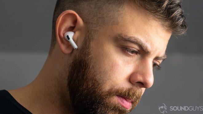 Học tập Apple sản xuất tai nghe không dây, Huawei và OnePlus còn bắt chước luôn thói xấu này của nhà Táo - Ảnh 4.