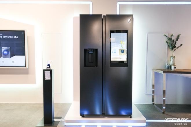 Samsung ra mắt tủ lạnh thông minh đầu tiên tại Việt Nam: lướt web, nghe nhạc, nhắn tin ngay trên cửa tủ, tự chụp ảnh mỗi lần đóng, giá gần 47 triệu - Ảnh 1.