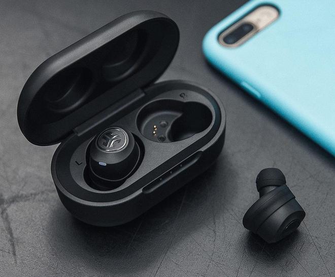 Học tập Apple sản xuất tai nghe không dây, Huawei và OnePlus còn bắt chước luôn thói xấu này của nhà Táo - Ảnh 3.