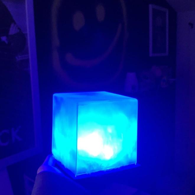 Ngỡ ngàng với những khối Tesseract tuyệt đẹp do fan Marvel tự chế tạo từ vật dụng thường ngày - Ảnh 6.