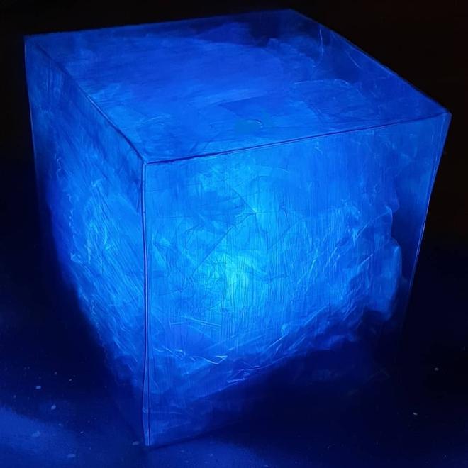 Ngỡ ngàng với những khối Tesseract tuyệt đẹp do fan Marvel tự chế tạo từ vật dụng thường ngày - Ảnh 4.