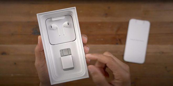 Giữa tin đồn iPhone 12 bỏ củ sạc, Apple thăm dò người dùng về củ sạc iPhone cũ - Ảnh 1.