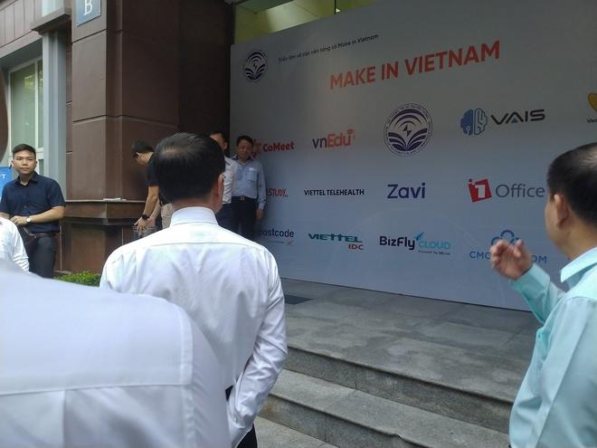 Triển lãm các nền tảng số của Việt Nam: thiết bị 5G của Viettel, Vsmart, Bizfly Cloud cùng nhiều giải pháp chuyển đổi số cho mùa dịch - Ảnh 1.