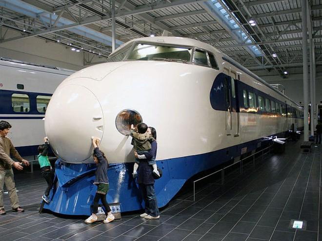 Cùng nhìn lại lịch sử hoạt động của tàu siêu tốc Shinkansen, niềm tự hào Nhật Bản với phiên bản mới nhất có thể chạy ngon ơ ngay cả khi động đất - Ảnh 18.