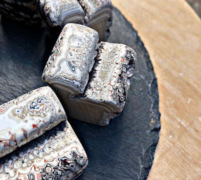 Tìm hiểu về đá mã não Detroit: Loại đá quý hoàn toàn là sản phẩm nhân tạo - Ảnh 3.