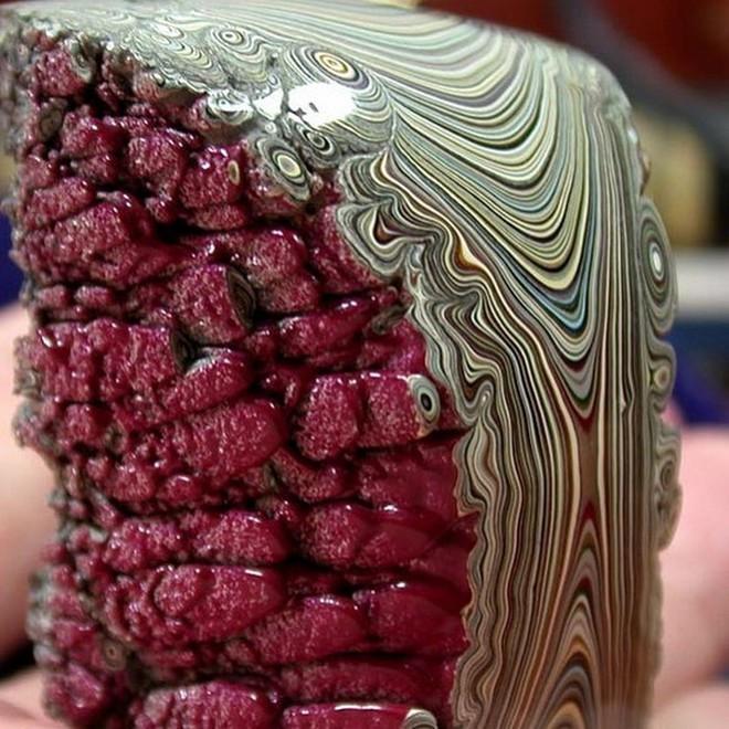Tìm hiểu về đá mã não Detroit: Loại đá quý hoàn toàn là sản phẩm nhân tạo - Ảnh 2.