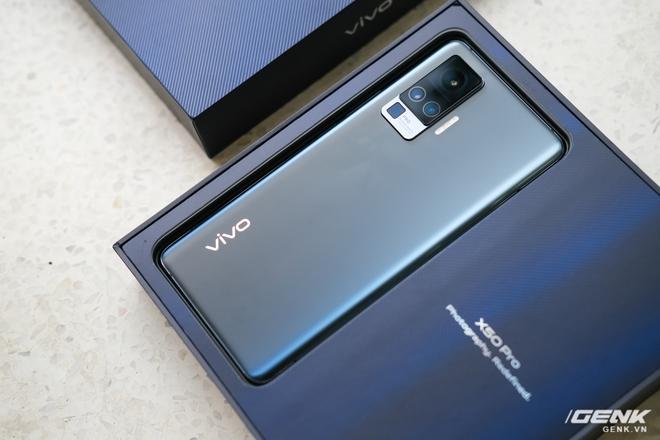 Cận cảnh Vivo X50 Pro giá 20 triệu: Thiết kế hiện đại, camera gimbal siêu chống rung, màn hình tràn viền 90Hz, Snapdragon 765G - Ảnh 2.