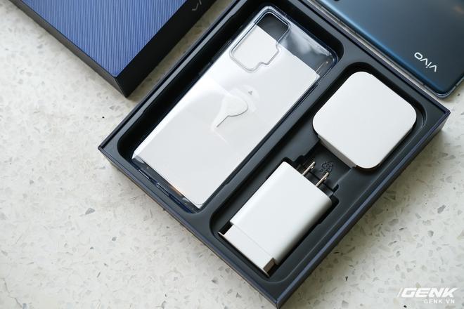 Cận cảnh Vivo X50 Pro giá 20 triệu: Thiết kế hiện đại, camera gimbal siêu chống rung, màn hình tràn viền 90Hz, Snapdragon 765G - Ảnh 3.