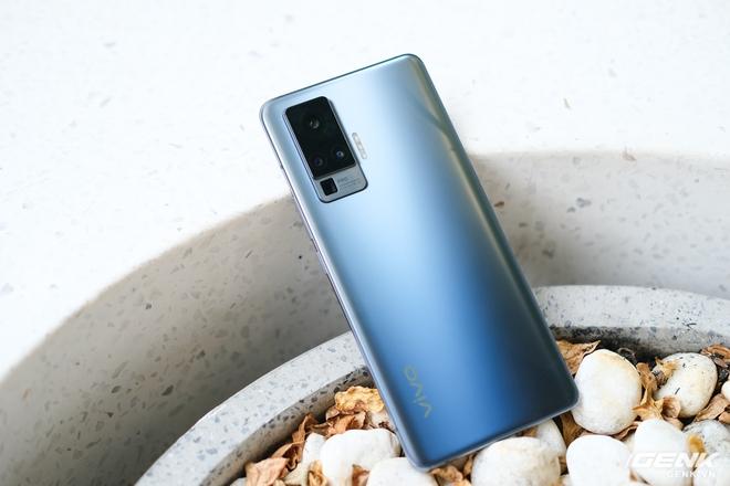 Cận cảnh Vivo X50 Pro giá 20 triệu: Thiết kế hiện đại, camera gimbal siêu chống rung, màn hình tràn viền 90Hz, Snapdragon 765G - Ảnh 4.