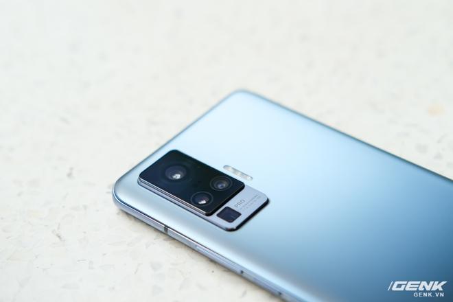 Cận cảnh Vivo X50 Pro giá 20 triệu: Thiết kế hiện đại, camera gimbal siêu chống rung, màn hình tràn viền 90Hz, Snapdragon 765G - Ảnh 7.