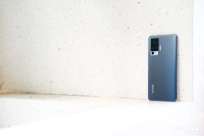 Cận cảnh Vivo X50 Pro giá 20 triệu: Thiết kế hiện đại, camera gimbal siêu chống rung, màn hình tràn viền 90Hz, Snapdragon 765G - Ảnh 6.