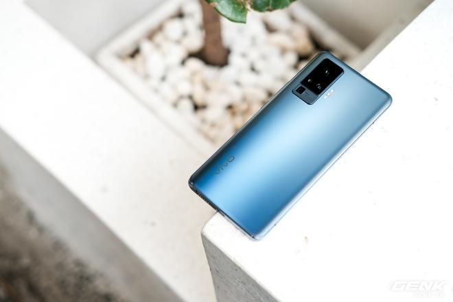 Cận cảnh Vivo X50 Pro giá 20 triệu: Thiết kế hiện đại, camera gimbal siêu chống rung, màn hình tràn viền 90Hz, Snapdragon 765G - Ảnh 5.