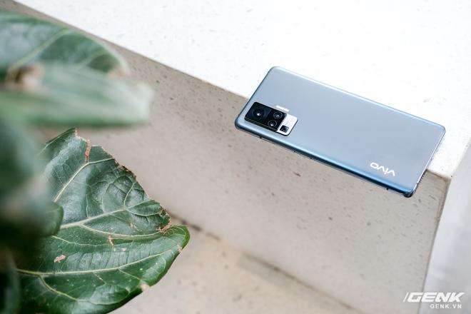 Cận cảnh Vivo X50 Pro giá 20 triệu: Thiết kế hiện đại, camera gimbal siêu chống rung, màn hình tràn viền 90Hz, Snapdragon 765G - Ảnh 13.