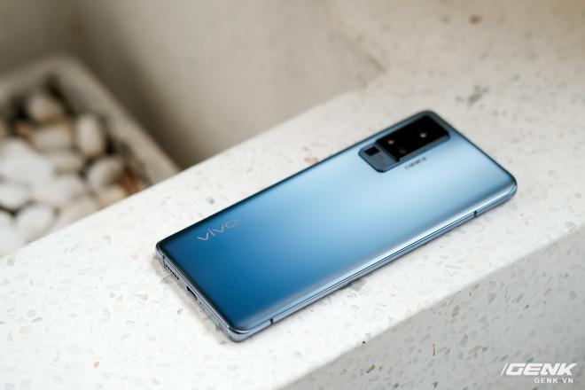 Cận cảnh Vivo X50 Pro giá 20 triệu: Thiết kế hiện đại, camera gimbal siêu chống rung, màn hình tràn viền 90Hz, Snapdragon 765G - Ảnh 14.