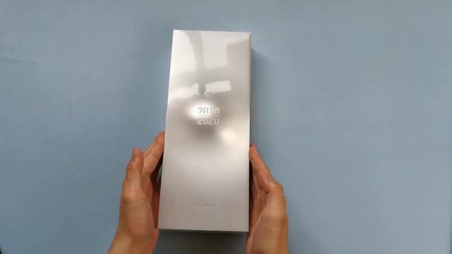 Trên tay Xiaomi Mi 10 Extreme Commemorative Edition trước giờ ra mắt: Sạc 120W, camera zoom 120X, màn 120hz, RAM 12GB - Ảnh 1.