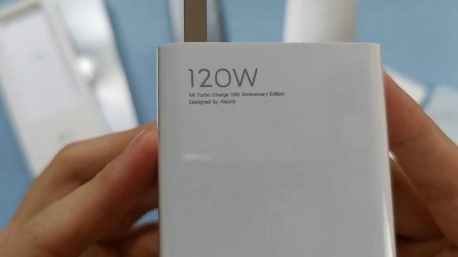 Trên tay Xiaomi Mi 10 Extreme Commemorative Edition trước giờ ra mắt: Sạc 120W, camera zoom 120X, màn 120hz, RAM 12GB - Ảnh 4.