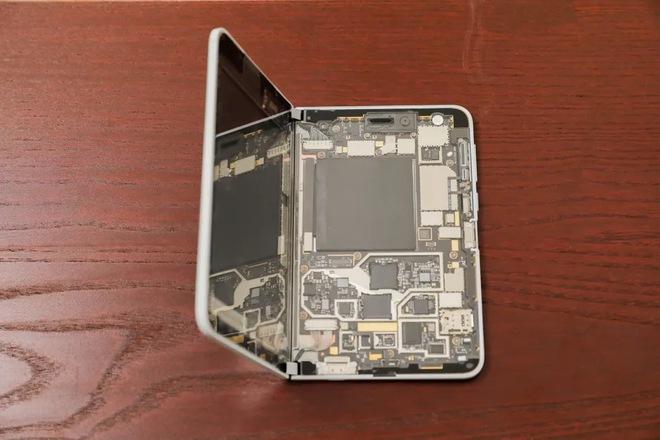 Bên trong siêu phẩm màn hình kép giá cao - Microsoft Surface Duo - Ảnh 14.