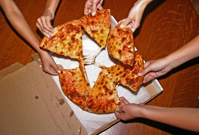 Quy tắc 2 bánh pizza và họp trong im lặng – những bí kíp giúp Jeff Bezos trở thành người giàu nhất hành tinh - Ảnh 1.