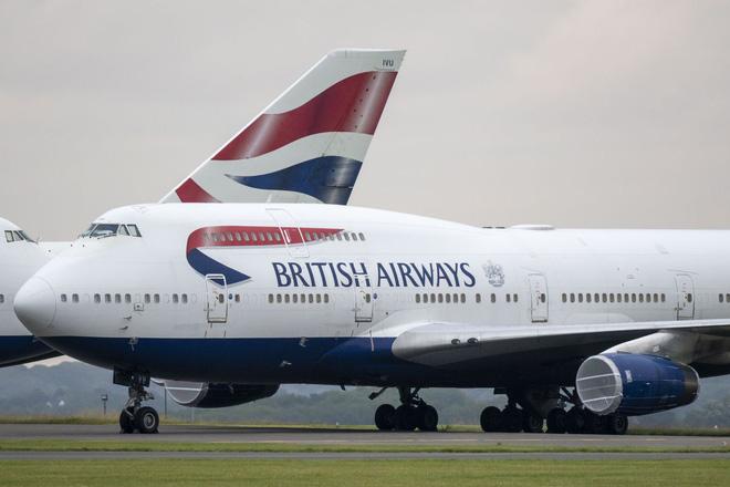 Vì sao máy bay Boeing 747 vẫn phải cập nhật phần mềm thông qua một chiếc đĩa mềm cổ lỗ sĩ? - Ảnh 1.