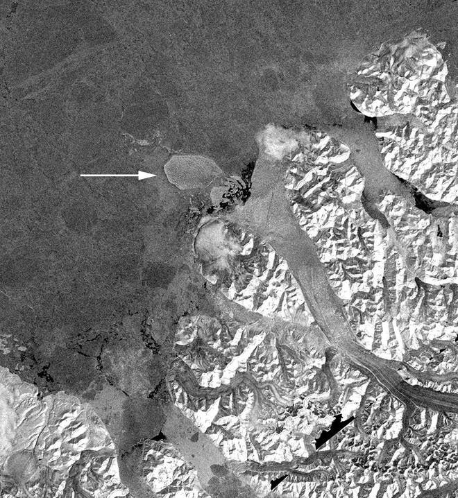 Hình ảnh vệ tinh cho thấy những ngày cuối cùng của thềm băng duy nhất còn sót lại ở Canada trước khi biến mất - Ảnh 3.