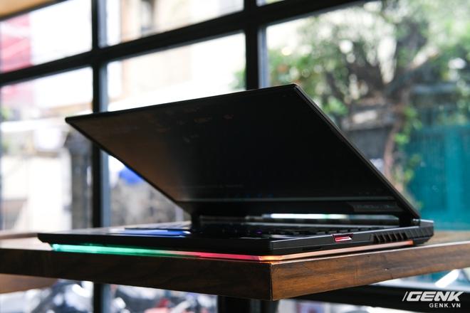 Cận cảnh laptop chiến game hàng khủng ROG Strix SCAR 15 (2020): Thiết kế không đổi, nâng cấp cấu hình với Core i7 Gen 10, RTX 2060 115W, giá căng gần 48 triệu - Ảnh 2.