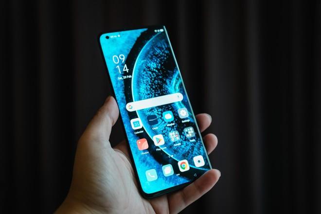 Oppo tấn công thành trì đang suy yếu của Huawei - Ảnh 1.