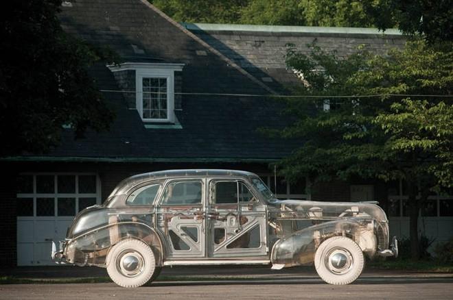 Pontiac Ghost Car: Chiếc ô tô trong suốt đầu tiên được sản xuất tại Mỹ với giá hơn 7 tỷ đồng - Ảnh 1.