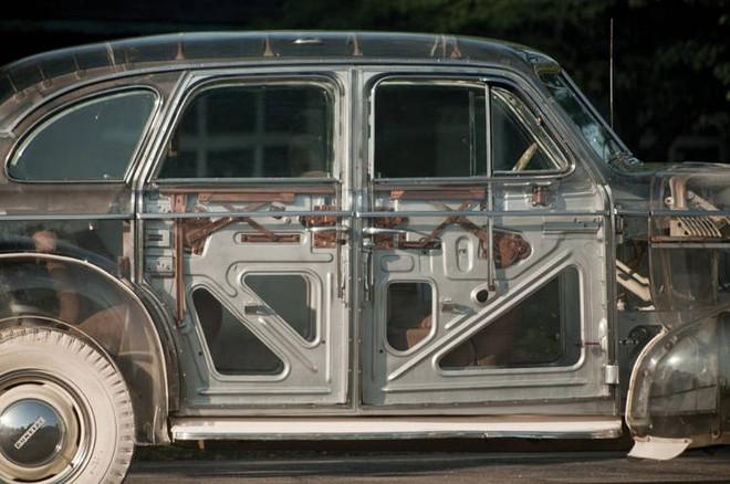 Pontiac Ghost Car: Chiếc ô tô trong suốt đầu tiên được sản xuất tại Mỹ với giá hơn 7 tỷ đồng - Ảnh 2.