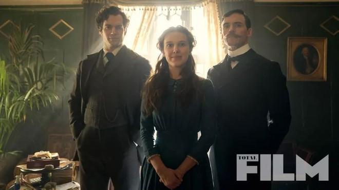 Netflix hé lộ teaser phim Sherlock Holmes mới do Henry Cavill thủ vai, nhưng vị thám tử này chỉ là kép phụ thôi - Ảnh 2.
