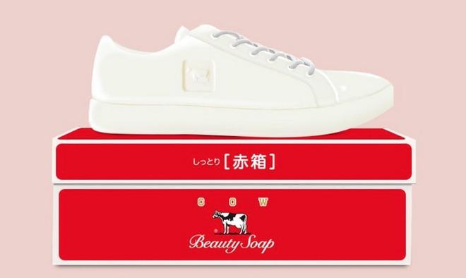 Nhà thiết kế người Nhật tạo ra những đôi giày thể thao lấy cảm hứng từ những biểu tượng quen thuộc của Nhật Bản - Ảnh 2.