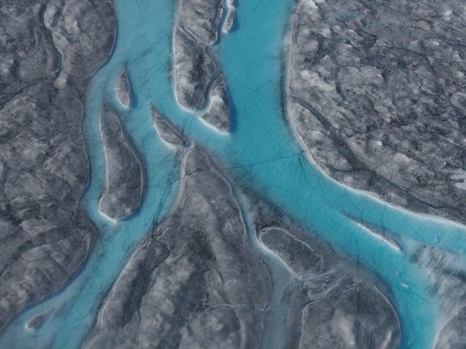 Toàn cầu nóng lên, Trái Đất mất đi gần 28 nghìn tỷ tấn băng chỉ trong 23 năm - Ảnh 3.