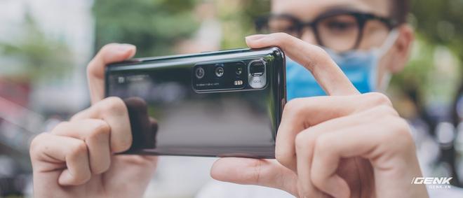 Trên tay Xiaomi Mi 10 Ultra: Camera zoom 120X, sạc 120W nhanh nhất thế giới, giá gần 20 triệu đồng - Ảnh 15.