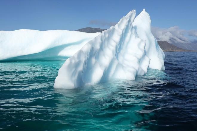Toàn cầu nóng lên, Trái Đất mất đi gần 28 nghìn tỷ tấn băng chỉ trong 23 năm - Ảnh 1.