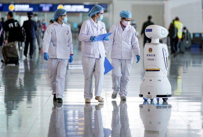 Khi đại dịch qua đi các robot nên ở lại: COVID-19 đang là cơ hội giúp hệ thống y tế đổi mới sáng tạo - Ảnh 7.