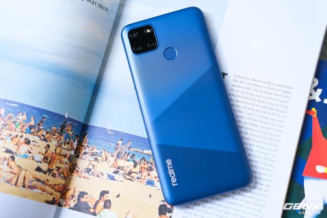 Cận cảnh Realme C12 vừa ra mắt tại Việt Nam: Bản nâng cấp từ C11, pin trâu hơn, mọc thêm 1 camera sau, giá 3,49 triệu đồng - Ảnh 4.