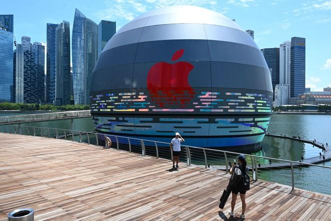 Quả cầu phát sáng khổng lồ này sẽ là Apple Store nổi đầu tiên trên thế giới - Ảnh 1.