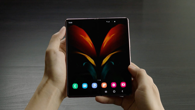 Samsung Galaxy Z Fold 2 vẫn chưa ra mắt, nhưng đã xuất hiện video đánh giá chi tiết - Ảnh 1.