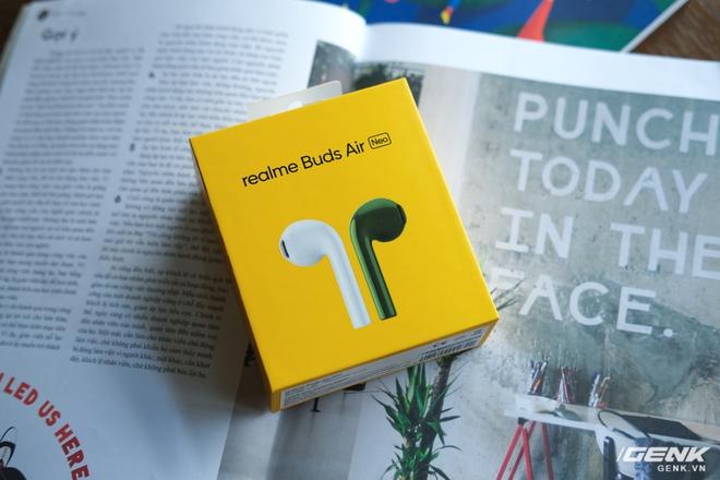 Trên tay tai nghe không dây Realme Buds Air Neo: Thoạt nhìn tưởng AirPods, có điều giá chưa đến 2 triệu đồng - Ảnh 1.
