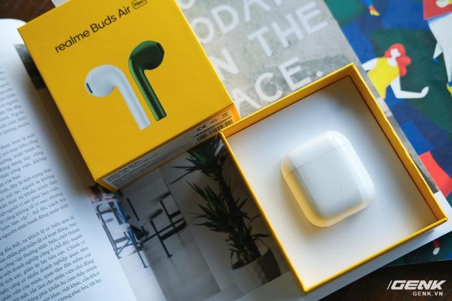 Trên tay tai nghe không dây Realme Buds Air Neo: Thoạt nhìn tưởng AirPods, có điều giá chưa đến 2 triệu đồng - Ảnh 2.