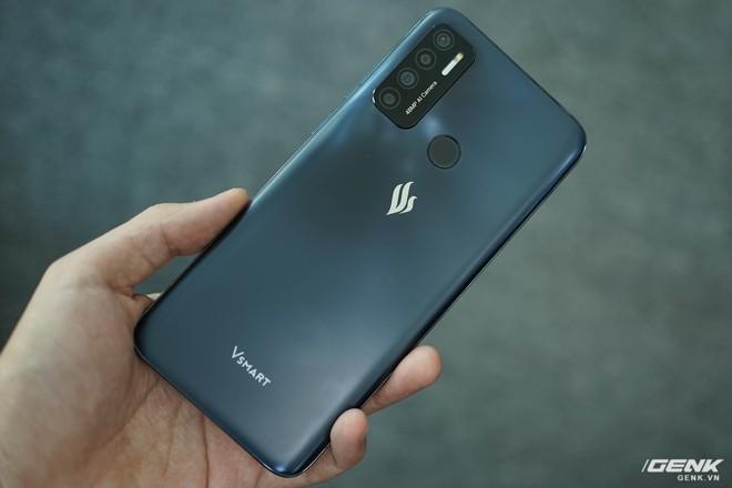 Mổ bụng Vsmart Live 4: Smartphone 4 triệu Make in Vietnam của VinSmart có gì đặc biệt? - Ảnh 1.