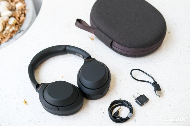 Trên tay tai nghe Sony WH-1000XM4: Ngoại hình không thay đổi, kết nối 1 lúc 2 thiết bị, nâng cấp chống ồn, giá 8,49 triệu đồng - Ảnh 3.