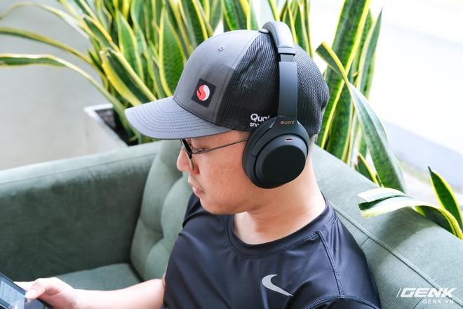 Trên tay tai nghe Sony WH-1000XM4: Ngoại hình không thay đổi, kết nối 1 lúc 2 thiết bị, nâng cấp chống ồn, giá 8,49 triệu đồng - Ảnh 11.