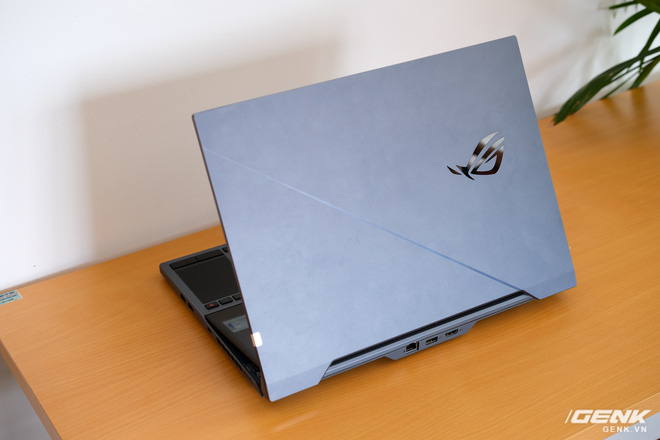 Cận cảnh laptop hai màn hình ROG Zephyrus Duo 15: Không gian hiển thị 2 x 4K đã mắt, cấu hình khủng long, chơi game đã hơn, giá cũng hoảng hơn - Ảnh 9.