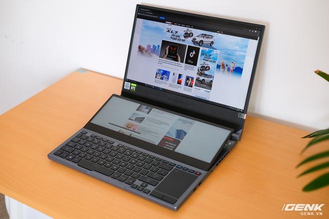 Cận cảnh laptop hai màn hình ROG Zephyrus Duo 15: Không gian hiển thị 2 x 4K đã mắt, cấu hình khủng long, chơi game đã hơn, giá cũng hoảng hơn - Ảnh 1.