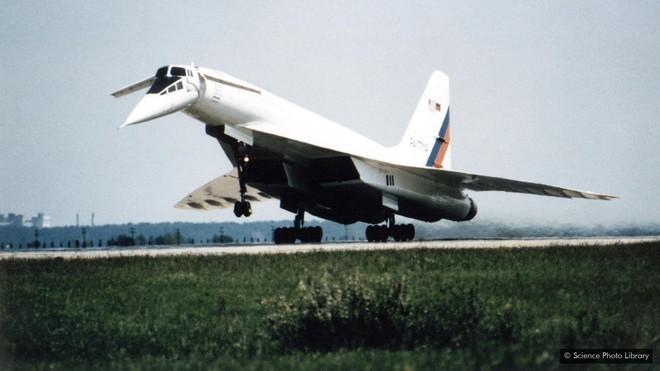 Câu chuyện về máy bay dân sự siêu thanh đầu tiên trên thế giới: mạnh mẽ nhưng yểu mệnh - Ảnh 8.